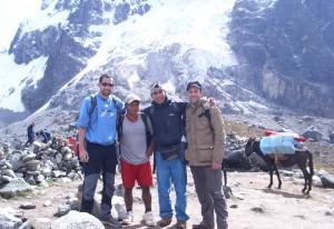 Jorge met groep tijdens Salkantay Trail