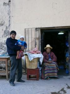 Familie in Ollantaytambo tijdens Heilige Vallei Tour