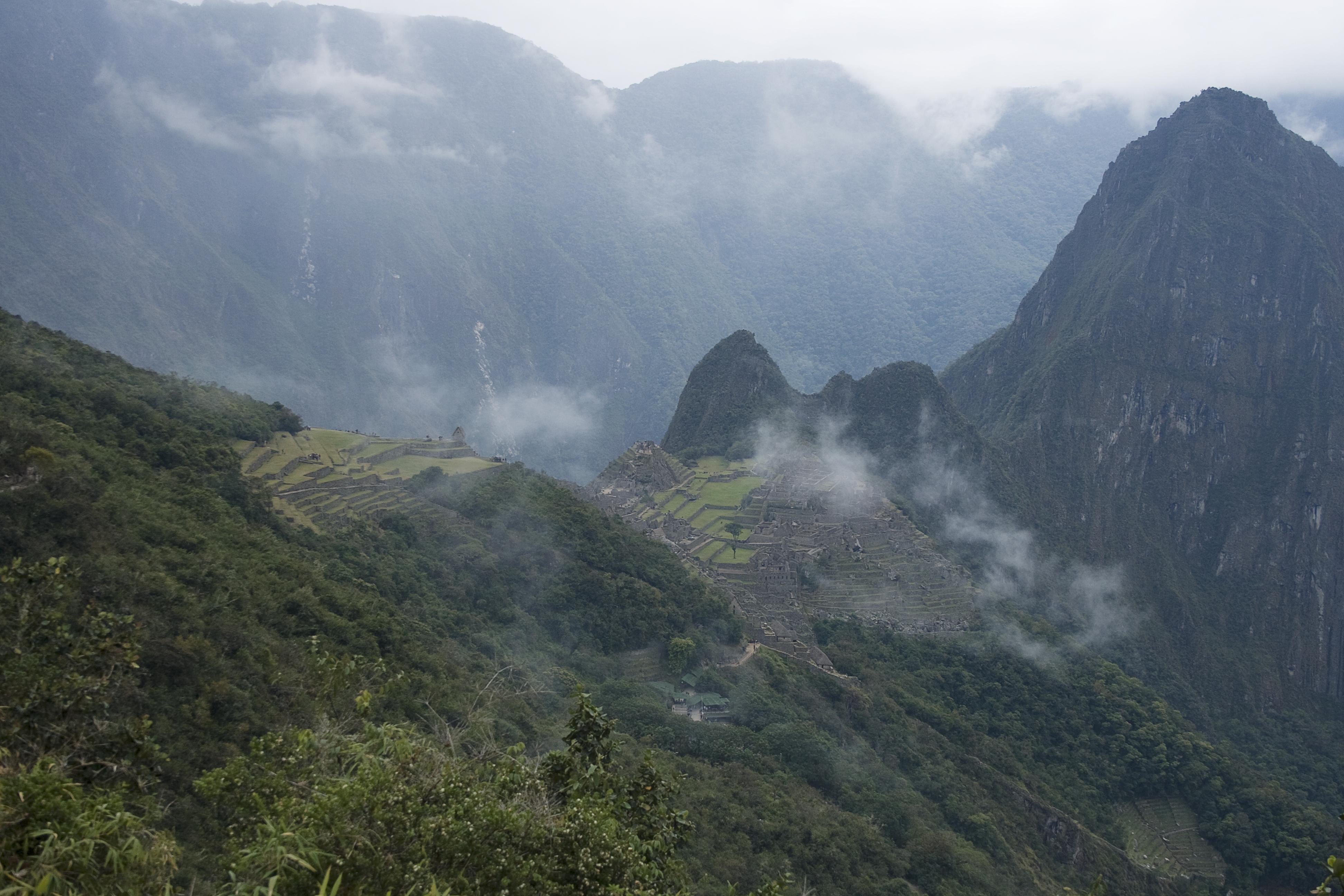 Uitzicht vanaf de zonnepoort op Machu Picchu