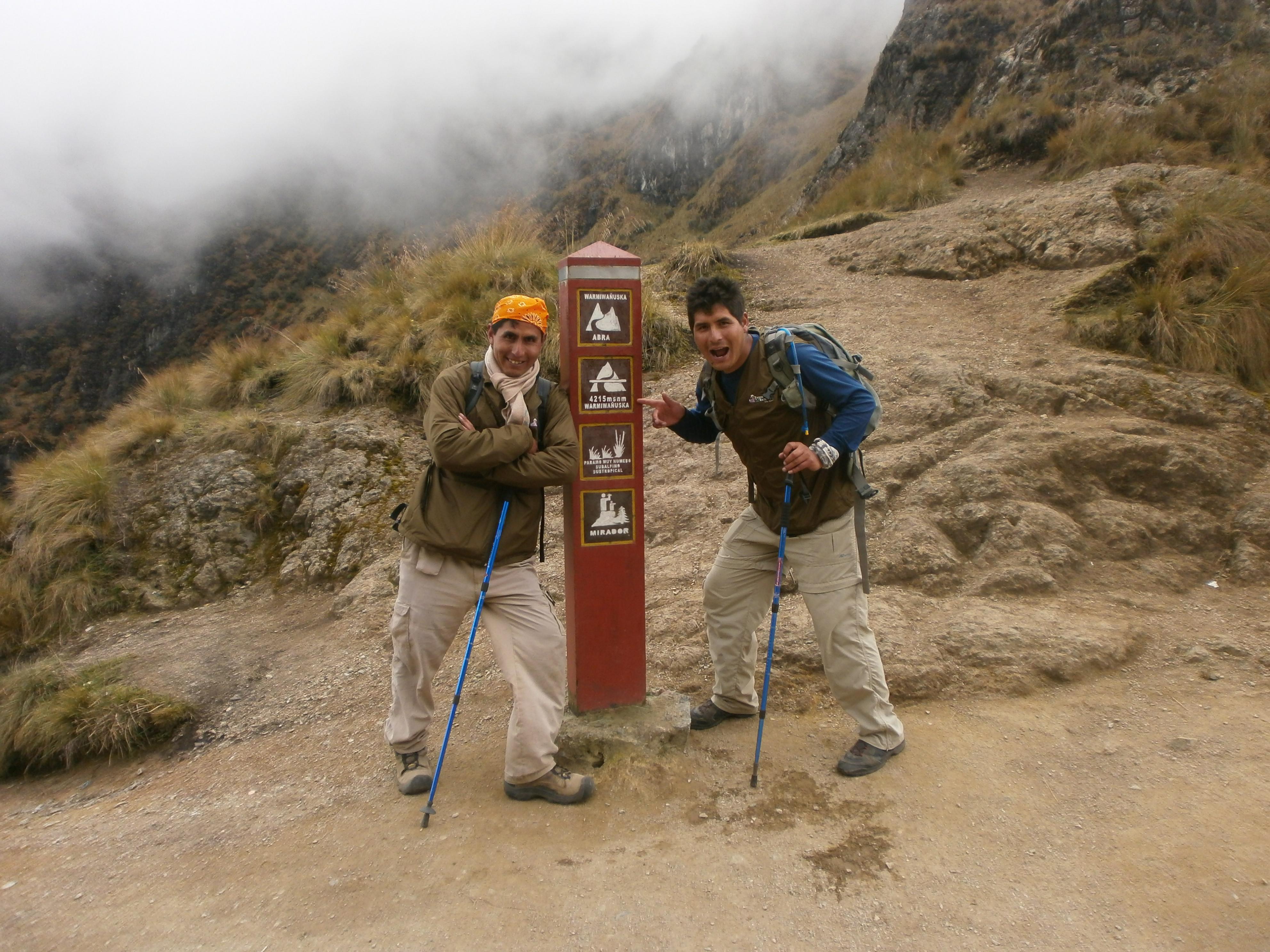 Jorge en zijn broer als gids aan het werk tijdens de klassieke Inca Trail