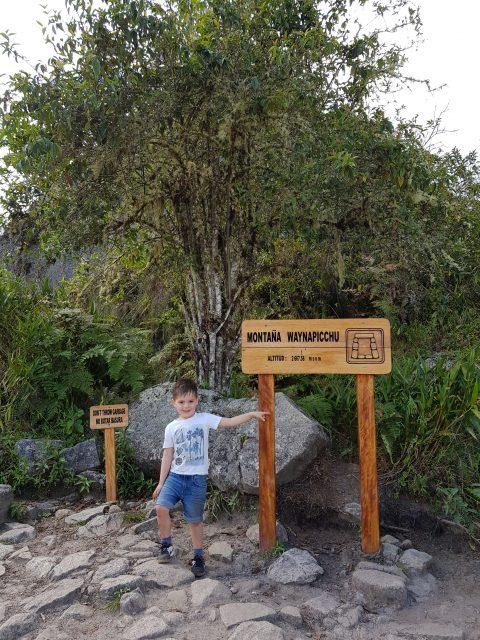 Onze zoon Timo na de Huayna Picchu beklimming op de top